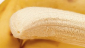 Usa platanos maduros como reemplazo de los huevos en una mezcla de pastel.