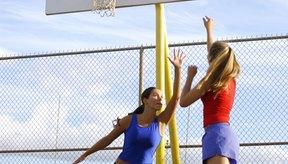 Los músculos delanteros de la pantorrilla reciben una paliza cuando corres y saltas.