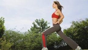 Una sentadilla alongada (lunge) es una parte efectiva de un ejercicio para el cuerpo entero.