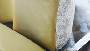 Algunos productos lácteos como el queso son conocidos por endurecer las heces.