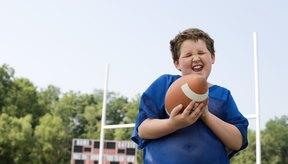 Los niños no necesitan un campo regulado para jugar fútbol de toque.