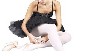 Realiza un moño apretado como ballerina con el peine adecuado.