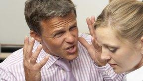 Vivir con abuso por parte de tu esposo puede corroer tu autoestima.