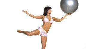 La concentración mental y respiración controlada necesarias para realizar yoga y Pilates correctamente ayudan a reducir el estrés.
