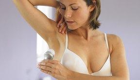 Los antitranspirantes detienen el sudor, mientras que los desodorantes sólo combaten el olor.