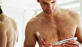 La pasta de dientes que contiene nim puede ser de tono canela o café.