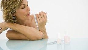 Tus uñas requieren varias vitaminas y minerales para mantenerse sanas.