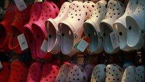 La marca Crocs ofrece más de 300 estilos de zapatos.