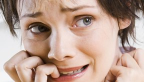 El uso excesivo del alcohol puede llevar a la ansiedad, depresión e insomnio.