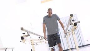 Los ejercicios de marcha pueden ayudar con la rehabilitación de una lesión y aumentar la movilidad de los diversos problemas para caminar.