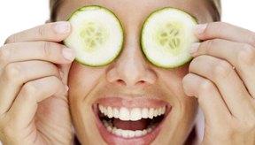 Los pepinos son un remedio casero común para las ojeras.