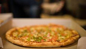 Las pizzas vegetarianas tienen menos calorías que las que traen cubiertas con carnes.