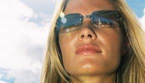 Necesitas un protector solar para resguardar la piel de los rayos del sol.