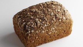 Opta por alimentos con granos enteros para aumentar tu consumo de salvado.