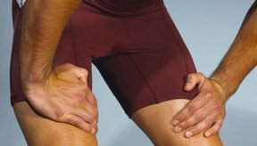El dolor de rodillas puede dificultar el caminar.