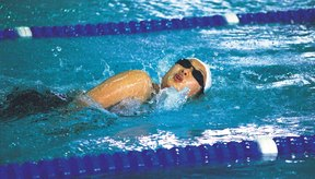 Tragar aire, o aerofagia, es común entre los nadadores.