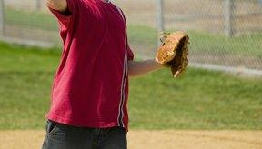 Los niños que no estén jugando deben permanecer en la banca para evitar lesiones provocadas por una bola fallida.