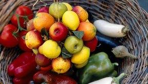 Trata de que las frutas y los vegetales sean parte elemental de tu alimentación.