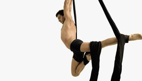 Los ejercicios básicos de acrobacia ayudan a desarrollar la fuerza y el equilibrio.