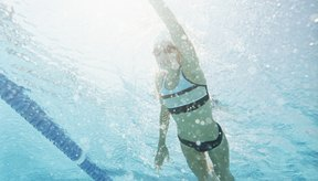 La natación es un ejercicio adaptable que beneficia a la gente de todos los niveles de condición física.
