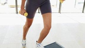 Usa un escalón para tonificar los músculos.
