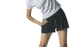 El movimiento lateral de pie estira el músculo dorsal ancho.