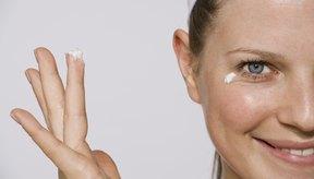 Existen humectantes faciales para piel grasa accesibles y de calidad en las farmacias.