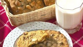 Junta leche con galletas de avena para aumentar de peso.