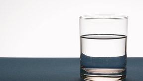 El agua es mejor que las bebidas gasificadas para la dieta de verano de un adolescente.
