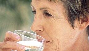 Disminuye tu riesgo de deshidratación bebiendo entre seis y ocho vasos de agua al día.