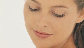 Averigua qué causa los brotes de acné para que puedas tratar de evitarlos en el futuro.