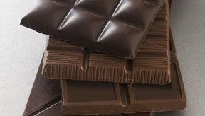 Cuanto más oscuro es el chocolate, menos hidratos de carbono contiene por porción.