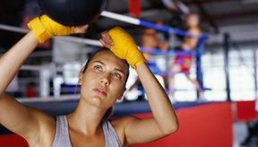 A pesar de que un combate de boxeo muy controvertido en sí mismo puede ser muy estresante, la capacitación para el boxeo golpeando una bolsa pesada, haciendo trabajo de base y trabajo de la velocidad de la bola proporcionan una buena salida para el estrés.