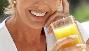 El jugo de naranja te ayuda a satisfacer la ingesta diaria recomendada de potasio.