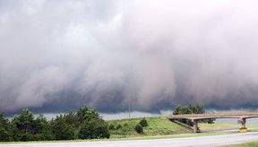 La disminución de la presión indica una tormenta entrante y el aumento de la presión indica que una tormenta está acabando.