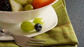 Una taza de ensalada de frutas contiene alrededor de 77 calorías.
