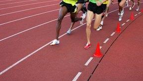 Atletas corriendo en la pista.
