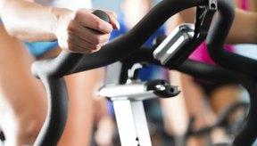 El spinning y el ciclismo son una rutina muy popular gracias a su maravillosos beneficios para quemar grasa.