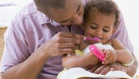Cepillar los dientes de tu niño pequeño puede evitar problemas en el futuro.