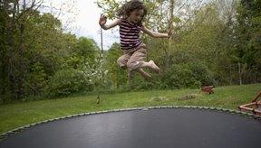 Diviértete y haz ejercicio saltando en un trampolín.