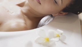 Tomar un baño caliente te ayudará a relajarte.