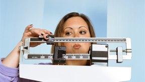 Equilibra la ingesta con el gasto de calorías para mantener un peso adecuado.