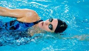 Consulta a tu doctor antes de comenzar a nadar con dolor de cadera.