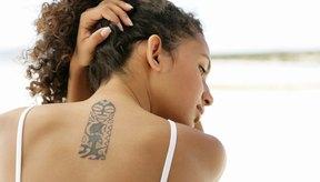 No se recomiendan los tatuajes sobre el acné.