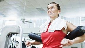 Incluye ejercicios cardiovasculares, de fuerza, estiramiento, equilibrio y parte central en tu cronograma de entrenamiento semanal.
