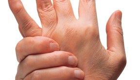 La artritis reumatoide es más común en las mujeres que en los hombres.