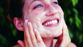 La limpieza de tu rostro es el primer paso para reducir el tamaño de los poros.