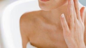 Incorpora astringente e hidratante en la rutina del cuidado de la piel.
