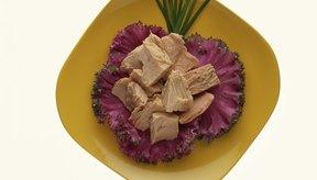 El salmón y al atún enlatados son buenas fuentes de ácidos grasos omega 3.