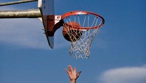 Un lanzamiento de dos puntos en las puntuaciones del baloncesto de punto caliente.